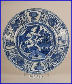 Antique Chinese ceramic porcelain blue & white plate charger 17th c Ming Kraak
