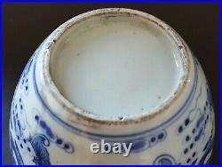 Chinese export blue & white vintage Victorian oriental antique bat vase