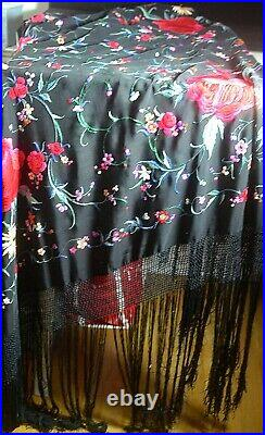 Vintage Chinese Embroidered Piano Shawl VV434